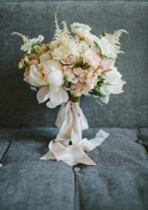 Оформить букет невесты